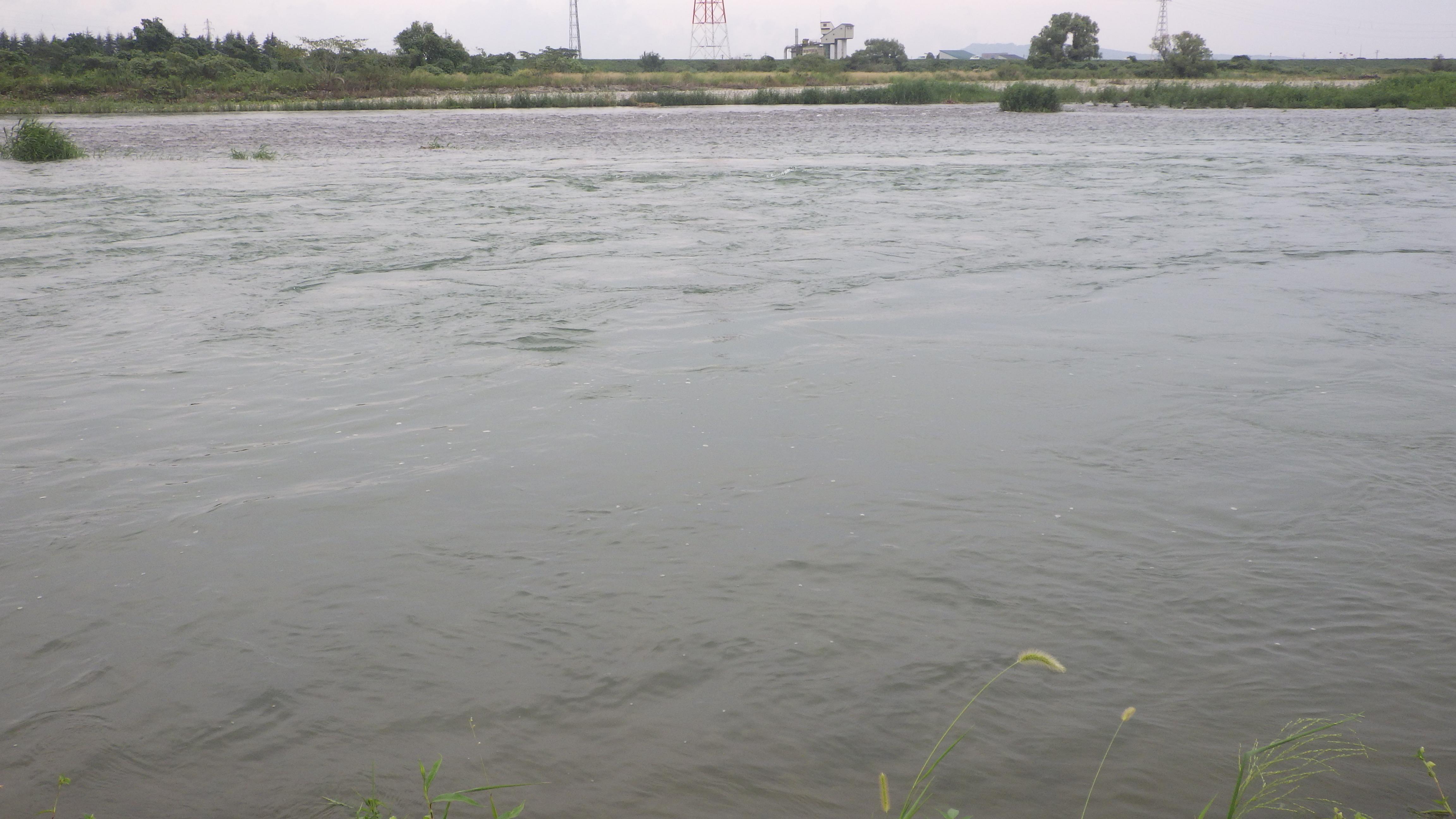 降雨の影響により濁り続く