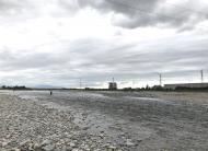 川の様子、曇り空
