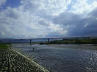 川の様子.曇り時々晴