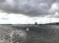 川の様子 不安定な天候