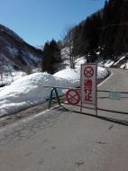利賀川の様子  大きな雪崩あり